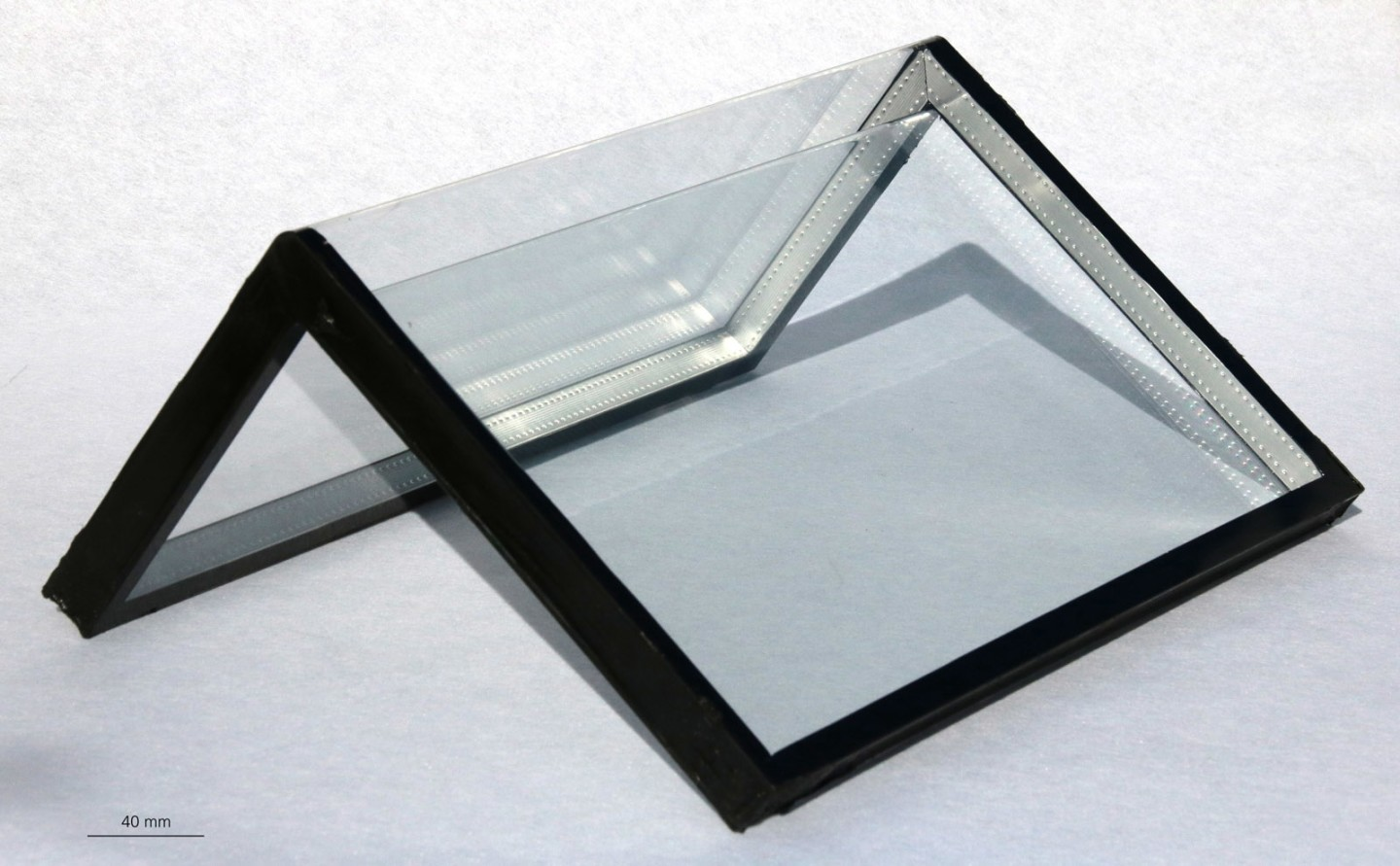 German Scientists Develop the New Technology that Bends Glass Sheets at Right Angles